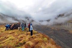 Turistas no acampamento base de Annapurna, Nepal fotografia de stock