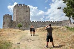 Turistas no castelo de Platamonas fotos de stock