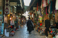 Turistas no composto da parede lamentando do Jerusalém Fotos de Stock