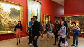 Turistas no museu de Orsay (Musee d'Orsay) - Paris fotos de stock