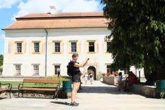 Turistas no palácio Kratochvile do renascimento fotos de stock
