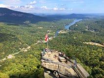 Turistas no parque estadual da rocha da chaminé, North Carolina fotos de stock royalty free
