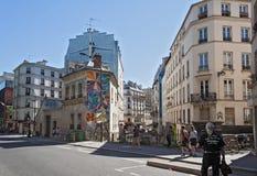 Turistas no Quai de Valmy no 10o arrondissement em Paris Fotografia de Stock
