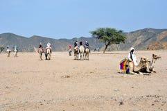 Turistas que esperan Imagenes de archivo