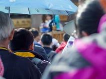 Turistas que esperan en línea en China Foto de archivo libre de regalías