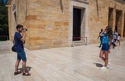 Turistas que hacen las fotos en Anitkabir Fotografía de archivo