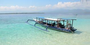 Turistas que llevan del barco Imagen de archivo libre de regalías