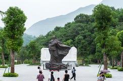 Turistas que olham o monumento Fotos de Stock Royalty Free
