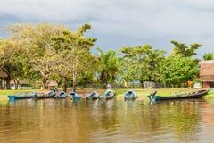 Turistas que preparam-se para uma viagem do barco foto de stock