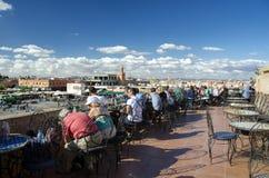 Turistas que relaxam em C4marraquexe Foto de Stock Royalty Free