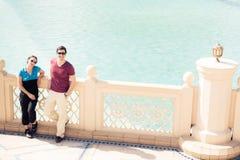 Turistas que Sightseeing em Dubai Imagem de Stock Royalty Free
