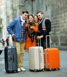 Turistas que tomam o selfie imagem de stock