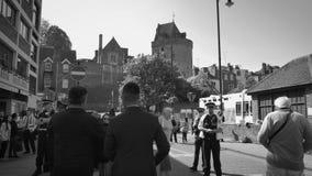 Turistas que toman la foto de Windsor Palace durante la boda real