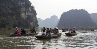 Turistas que viajan en barco Imagen de archivo