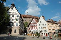 Turistas que visitam a casa do pintor alemão famoso Albrecht Durer, Nerenberg, Alemanha Foto de Stock