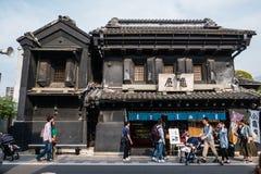 Turistas que visitam a cidade de Kawagoe foto de stock