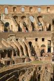 Turistas que visitam Colosseum ou coliseu em Roma Itália Fotos de Stock