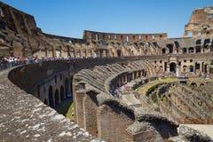 Turistas que visitam Colosseum ou coliseu em Roma Itália Imagem de Stock Royalty Free