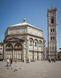 Turistas que visitam Florence Cathedral Imagem de Stock