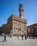 Turistas que visitam Palazzo Vecchio Fotografia de Stock