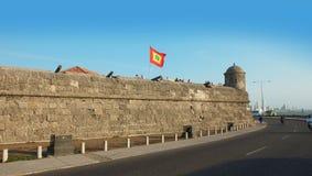 Turistas que visitan la ciudad emparedada Cartagena' la ciudad emparedada colonial y la fortaleza de s fueron señaladas un s Imágenes de archivo libres de regalías