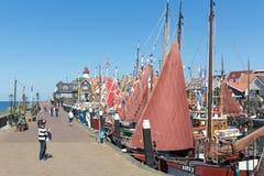 Turistas que visitan los días de pesca de Urk, el Ne Imágenes de archivo libres de regalías