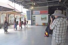 475 turistas saíram a origem holandesa de Volendam do navio de cruzeiros que confia no porto do Emas de Tanjung em Semarang Fotos de Stock Royalty Free