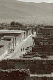 Turistas vistos das ruas de Pompeii Imagem de Stock