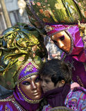 turistas y la alineada de lujo unas en un cuadro Imagen de archivo libre de regalías