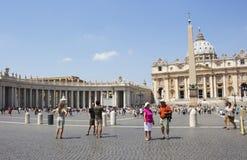Turistbesök Vatican City i Rome Royaltyfri Foto