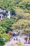 Turisten besökte den Sanbanggul templet Royaltyfri Bild