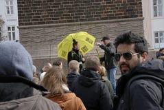 TURISTEN GETHER FÖR KÖPENHAMN FRIGÖR ATT GÅ TOURS Royaltyfri Foto