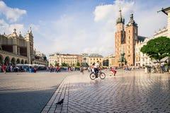 Turister i Krakow Royaltyfria Bilder