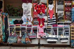 Turisten shoppar i Monaco arkivfoton