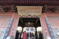 Turister besöker den stora moskén för den xian huajuegränden, Adobe rgb Royaltyfri Fotografi