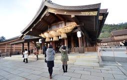 Turister besöker Izumo-taisha på December 06, 2014 i Kyoto Royaltyfri Fotografi