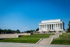 Turister besöker Lincoln Memorial i Washington DC USA Fotografering för Bildbyråer