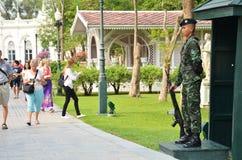 Turister besöker smällen PA-i slott i Ayutthaya, Thailand Royaltyfri Fotografi