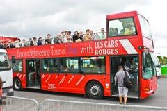 Turister bus i hjärtan av Paris. Frankrike Royaltyfri Fotografi