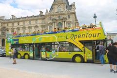 Turister bussar i hjärta av Paris. Frankrike Royaltyfri Foto
