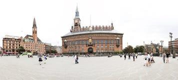 turister för copenhagen denmark panoramaraadhus royaltyfri fotografi