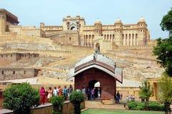 Turister i Amber Fort i Jaipur Royaltyfri Foto