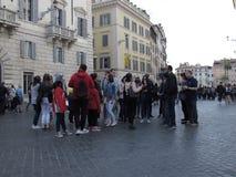 Turister i centret av Rome arkivbild