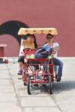 Turister i cirkuleringsbilen på Hengdian världsstudior, Kina Fotografering för Bildbyråer