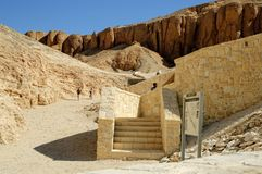 Turister i dalen av konungar nära Luxor egypt Arkivfoton