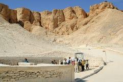 Turister i dalen av konungar nära Luxor egypt Royaltyfria Foton