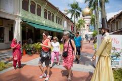 Turister i den arabiska fjärdedelen (KampongGlam) i Singapore Royaltyfria Bilder