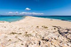 Turister i den Illetes strandFormentera ön Royaltyfri Fotografi