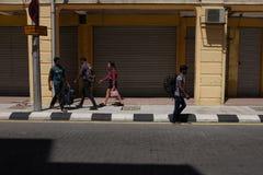 Turister i den kineskvarterPetaling gatan Royaltyfri Foto