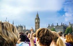 Turister i den London staden, England Förenade kungariket Arkivbilder